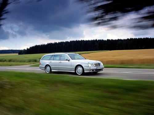 Фото автомобиля Mercedes-Benz E-Класс W210/S210 [рестайлинг], ракурс: 315