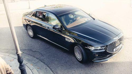 Фото автомобиля Genesis G90 1 поколение [рестайлинг], ракурс: 315 цвет: черный
