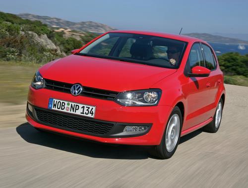 Фото автомобиля Volkswagen Polo 5 поколение, ракурс: 45 цвет: красный