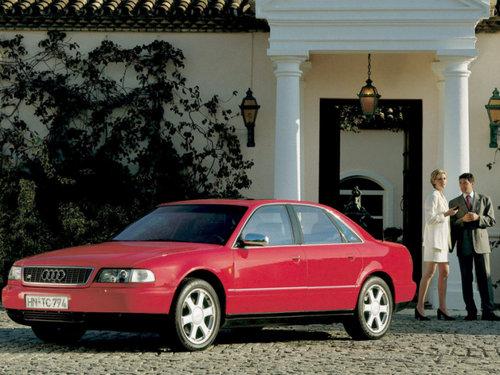 Фото автомобиля Audi S8 D2, ракурс: 45