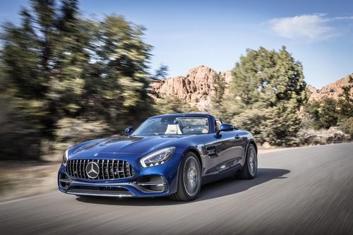 Фото автомобиля Mercedes-Benz AMG GT C190 [рестайлинг], ракурс: 45 цвет: голубой