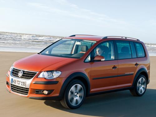 Фото автомобиля Volkswagen Touran 1 поколение [рестайлинг], ракурс: 45