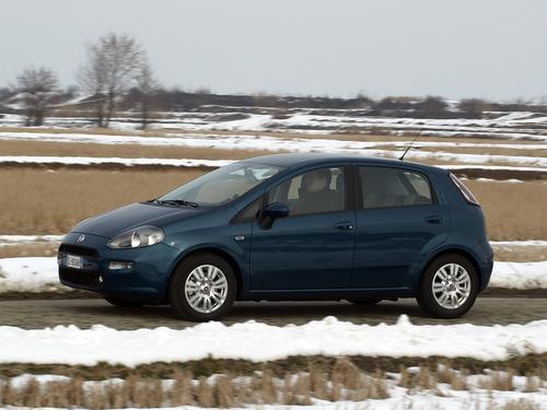 Фото автомобиля Fiat Punto 3 поколение [2-й рестайлинг], ракурс: 45 цвет: синий