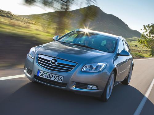 Фото автомобиля Opel Insignia A, ракурс: 45 цвет: серебряный
