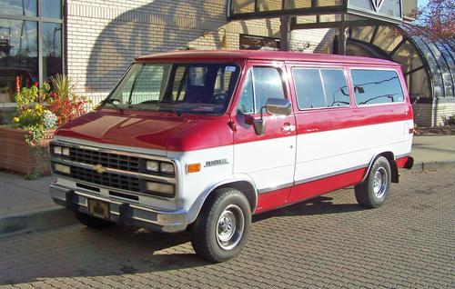 Фото автомобиля Chevrolet Van 3 поколение [4-й рестайлинг], ракурс: 45