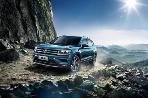 Фото автомобиля Volkswagen Tharu 1 поколение, ракурс: 45 цвет: синий