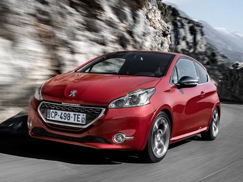 Фото автомобиля Peugeot 208 1 поколение, ракурс: 45 цвет: красный