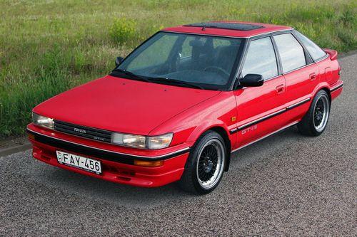 Фото автомобиля Toyota Corolla E90, ракурс: 45 цвет: красный