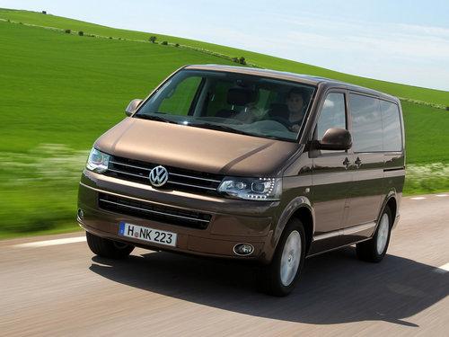 Фото автомобиля Volkswagen Multivan T5 [рестайлинг], ракурс: 45 цвет: коричневый
