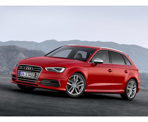 Фото автомобиля Audi S3 8V, ракурс: 45 цвет: красный