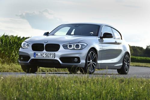 Фото автомобиля BMW 1 серия F20/F21 [рестайлинг], ракурс: 45 цвет: серебряный