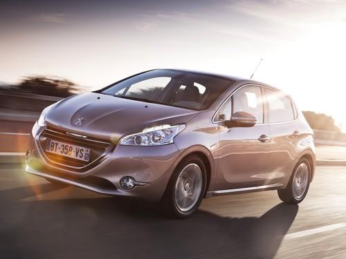 Фото автомобиля Peugeot 208 1 поколение, ракурс: 45 цвет: серый