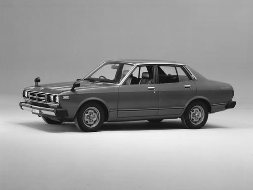 Фото автомобиля Nissan Bluebird 810 [рестайлинг], ракурс: 45