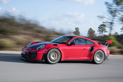 Фото автомобиля Porsche 911 991 [рестайлинг], ракурс: 45 цвет: красный