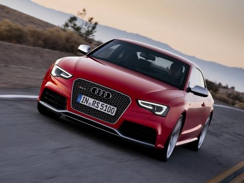 Фото автомобиля Audi RS 5 8T [рестайлинг], ракурс: 45 цвет: красный