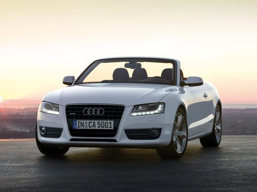 Фото автомобиля Audi A5 8T, ракурс: 45 цвет: белый