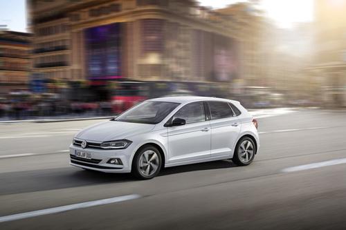 Фото автомобиля Volkswagen Polo 6 поколение, ракурс: 45 цвет: белый
