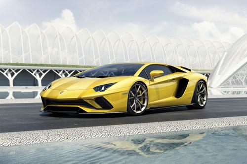 Фото автомобиля Lamborghini Aventador 1 поколение [рестайлинг], ракурс: 45 цвет: желтый
