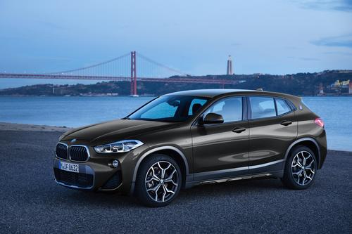 Фото автомобиля BMW X2 F39, ракурс: 45 цвет: серый