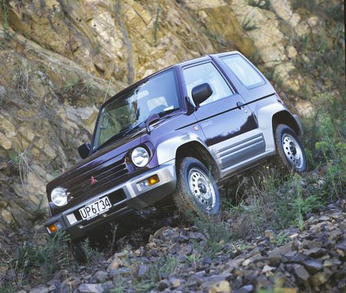 Фото автомобиля Mitsubishi Pajero Junior 1 поколение, ракурс: 315