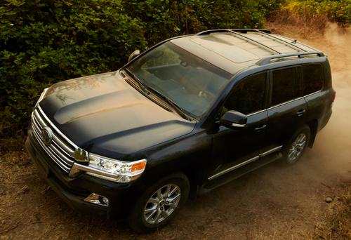 Фото автомобиля Toyota Land Cruiser J200 [2-й рестайлинг], ракурс: 45 цвет: черный