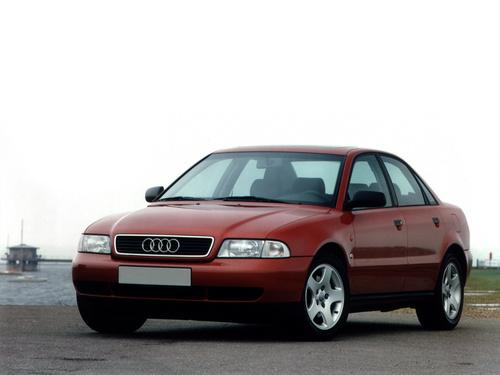 Фото автомобиля Audi A4 B5, ракурс: 45 цвет: красный