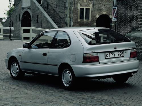 Фото автомобиля Toyota Corolla E100, ракурс: 135