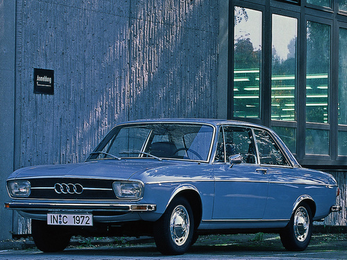 Фото автомобиля Audi 100 С1, ракурс: 45
