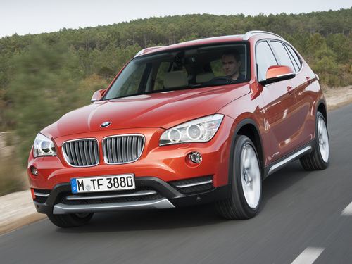 Фото автомобиля BMW X1 E84 [рестайлинг], ракурс: 45 цвет: оранжевый
