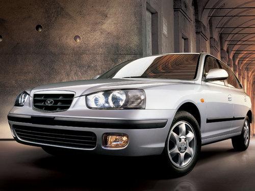Фото автомобиля Hyundai Elantra XD, ракурс: 45