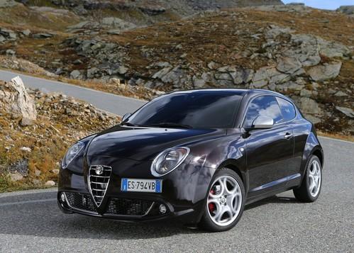 Фото автомобиля Alfa Romeo MiTo 955 [рестайлинг], ракурс: 45 цвет: фиолетовый