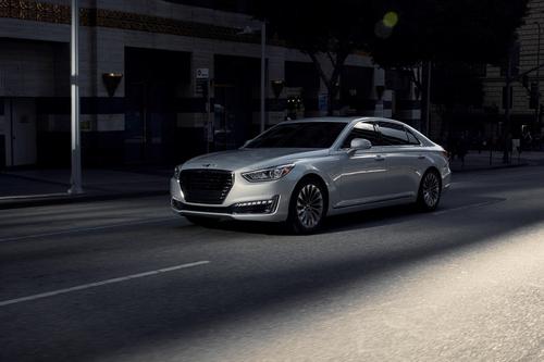 Фото автомобиля Genesis G90 1 поколение, ракурс: 45 цвет: белый