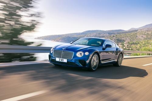 Фото автомобиля Bentley Continental GT 3 поколение, ракурс: 45 цвет: голубой