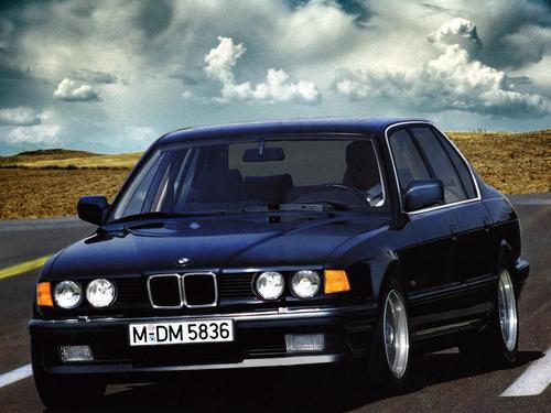 Фото автомобиля BMW 7 серия E32, ракурс: 45