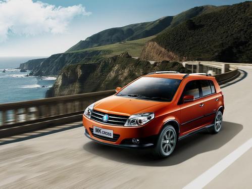 Фото автомобиля Geely MK 1 поколение [рестайлинг], ракурс: 45 цвет: оранжевый