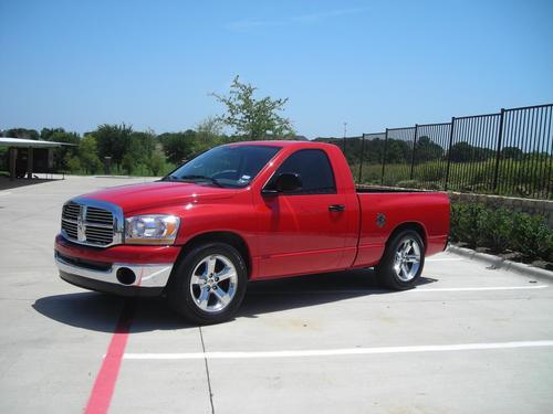 Фото автомобиля Dodge Ram 3 поколение [рестайлинг], ракурс: 45 цвет: красный