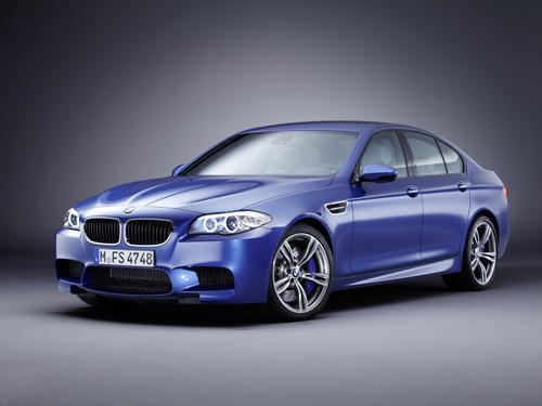 Фото автомобиля BMW M5 F10, ракурс: 45 цвет: синий