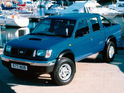 Фото автомобиля Nissan Navara D22, ракурс: 45 цвет: синий