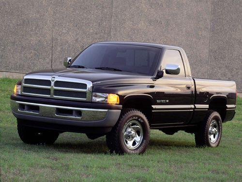 Фото автомобиля Dodge Ram 2 поколение, ракурс: 45 цвет: черный