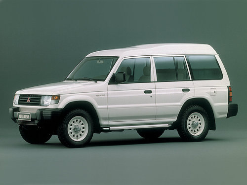 Фото автомобиля Mitsubishi Pajero 2 поколение, ракурс: 45 цвет: белый