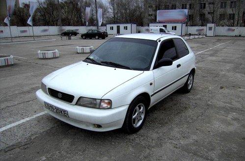 Фото автомобиля Suzuki Baleno 1 поколение, ракурс: 45