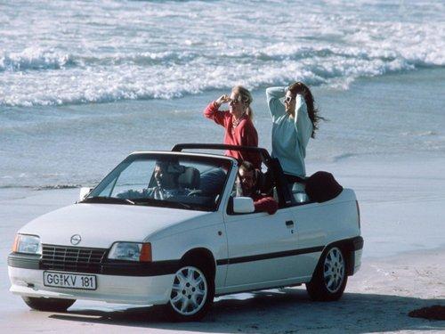 Фото автомобиля Opel Kadett E, ракурс: 45