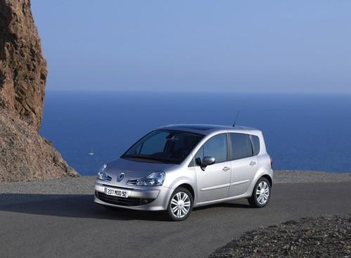 Фото автомобиля Renault Modus 2 поколение, ракурс: 45