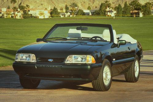 Фото автомобиля Ford Mustang 3 поколение, ракурс: 45