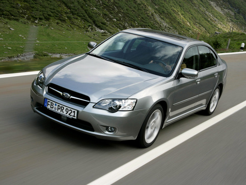 Фото автомобиля Subaru Legacy 4 поколение, ракурс: 45 цвет: серебряный