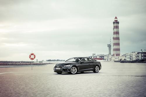 Фото автомобиля Audi A5 2 поколение, ракурс: 45 цвет: черный