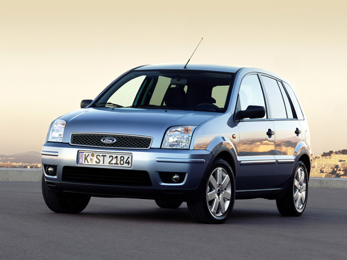Фото автомобиля Ford Fusion 1 поколение, ракурс: 45 цвет: серебряный