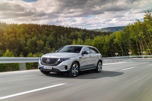 Фото автомобиля Mercedes-Benz EQC 1 поколение, ракурс: 45 цвет: серебряный