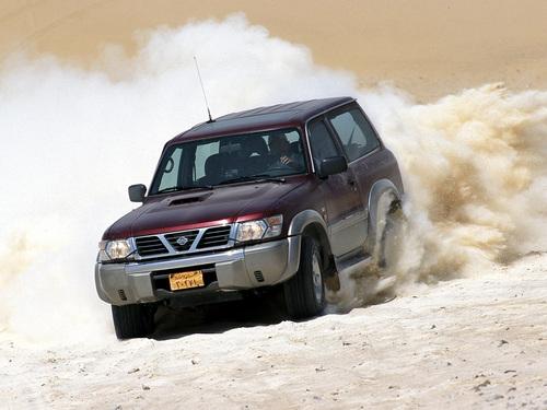 Фото автомобиля Nissan Patrol Y61, ракурс: 45 цвет: бордовый