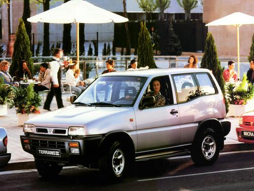 Фото автомобиля Nissan Terrano R20, ракурс: 45